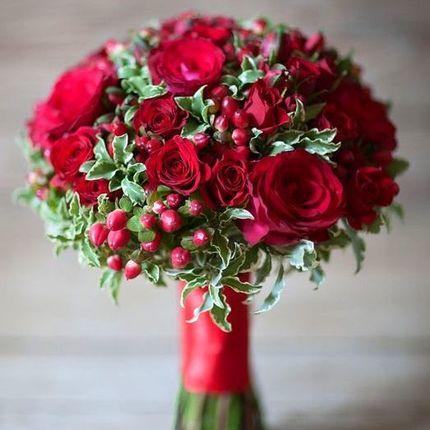 Букет невесты в цвете свадьбы