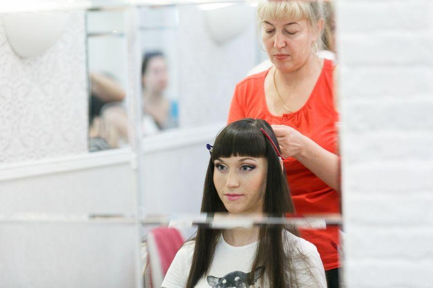 Ольга Напалкова Катерине с моим мэйкм  делает прическу - фото 11600092 Выездной салон красоты