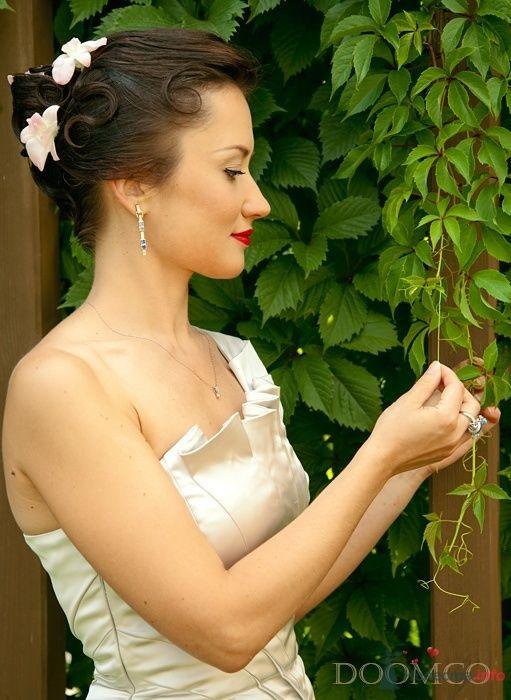 Свадебная прическа украшенная орхидеями, свадебный макияж - фото 32971 Стилист-визажист Кандалова Елена