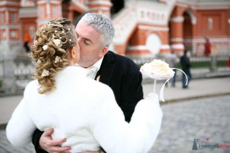 Свадебная прическа на волосы средней длины, украшенная стразами и цветами. - фото 69316 Стилист-визажист Кандалова Елена