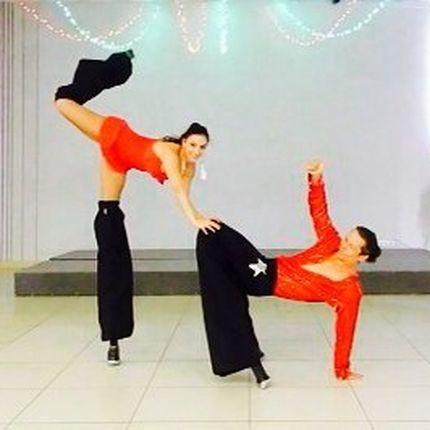 Танцевально-акробатический номер