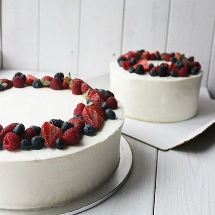 Торт с ягодным венком