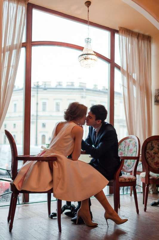 Жених и невеста, фотосессия в кафе - фото 13396220 Фотограф Юлия Sweet-kadr