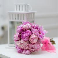 Романтичны букет из шикарных пионов