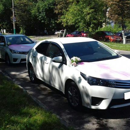 Свадебный кортеж из Toyota Corolla