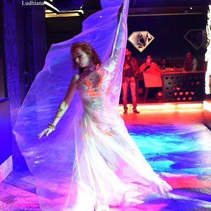 танец с крыльями Sanam re