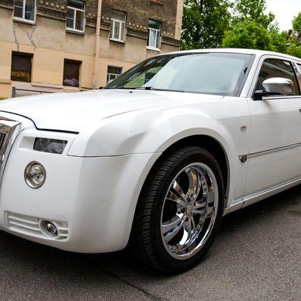 Аренда авто Chrysler 300C Phantom, цена за 1 час