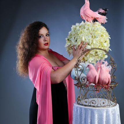 Шоу с розовыми голубями и алмазным фазаном