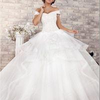 В  этом  свадебном платье,  которое  будто  бы  сочетает  в  себе  Огонь  и  Ветер,  Вы  будете  выглядеть  роскошно, эффектно  и  трогательно-романтично. Вы  - само  очарование,  женщина,  достойная  восхищения!Цвет: айвори.Размеры; 40-50.