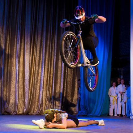 Велотриал-шоу с акробатикой