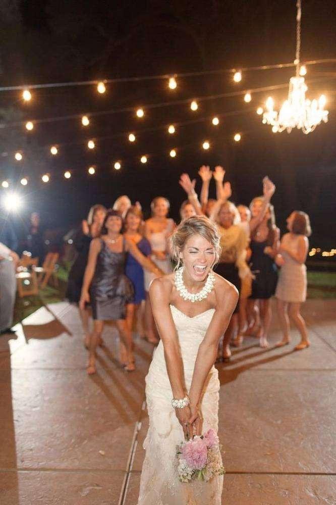 Красивые букеты, чей букет бросает невеста свадьбе