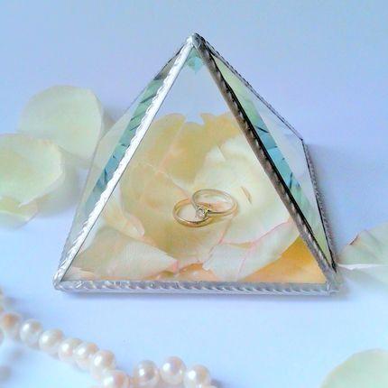 Пирамидка для обручальных колец