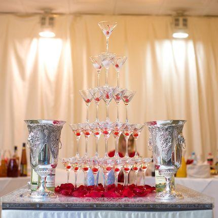 Пирамида из бокалов с шампанским (35 бокалов)