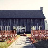 Ферма как место проведения свадьбы в стиле рустик.