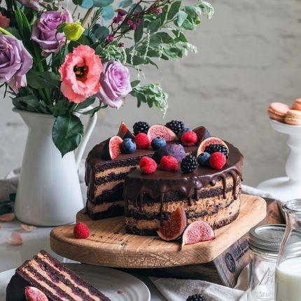 Шоколадный торт с пряной вишней, цена за 1кг