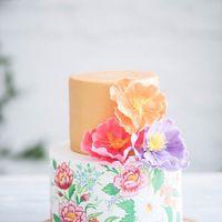 Торт в сложной технике-акварель ,с композицией из сахарных цветов