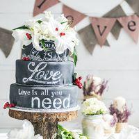 Свадебный торт с эффектом меловой доски. A hot new trend : chalkboard Wedding Cakes