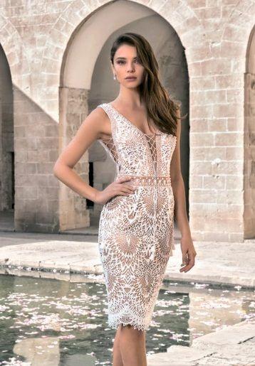 Облегающее кружевное платье для росписи