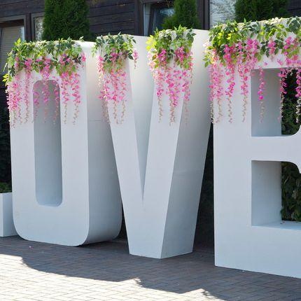 """Большие буквы """"Love"""" в аренду"""