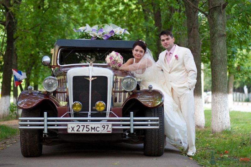 """Красивейший """"Rolls-Royce"""", украшенный экибаной, на фоне парковой дороги и рядом с молодоженами. - фото 61576 дубравка"""