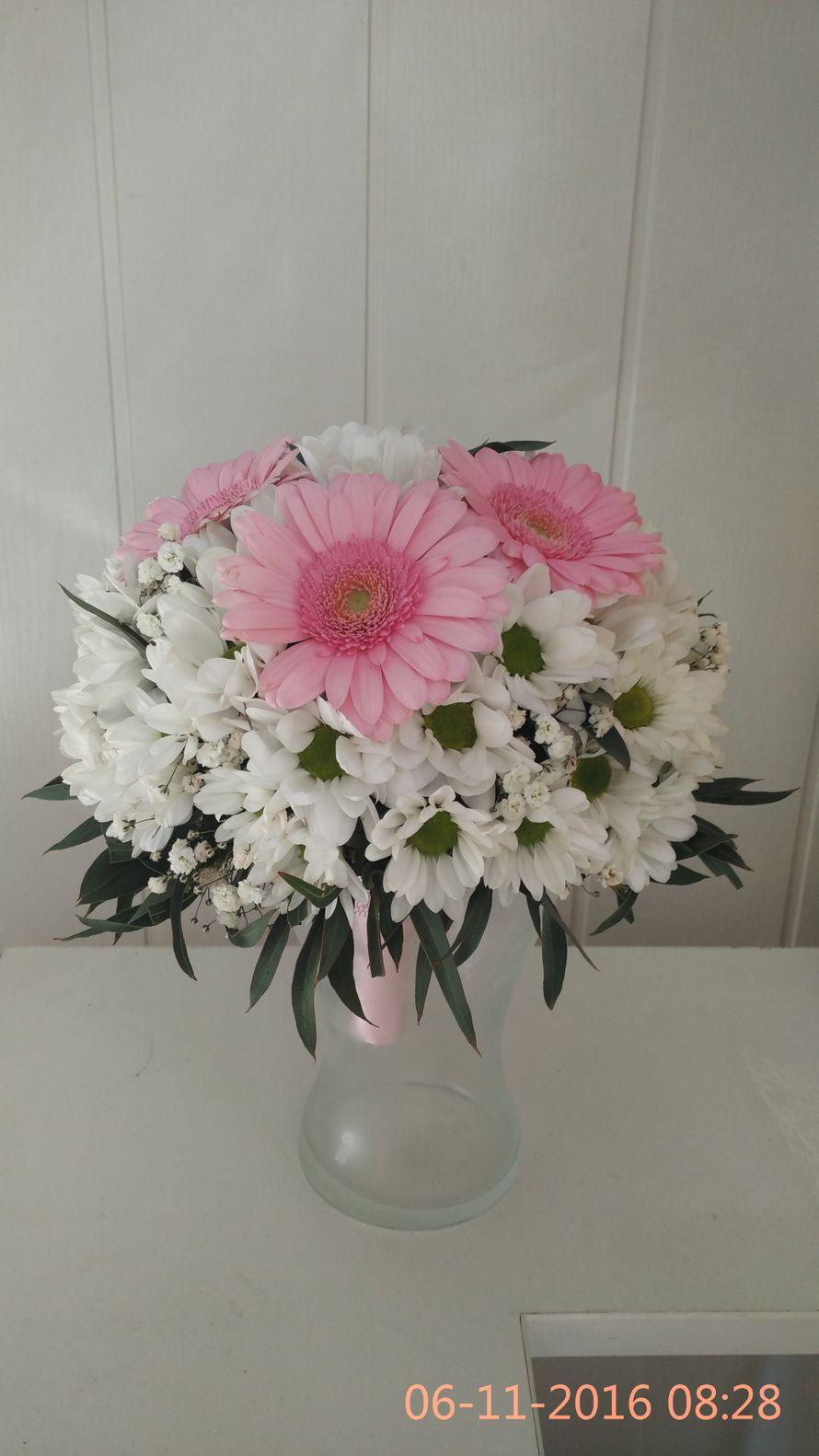 Букет невесты с добавлением хризантем и герберы, роза диаметр
