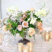 Изысканные цветочные композиции сделают Вашу свадьбу незабываемой! Ваши гости остануться довольны!)
