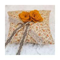 Подушечка для колец в мелкий цветочек и с фетровыми цветами
