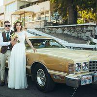 Ретро автомобиль идеально вписался в общий стиль свадебного торжества