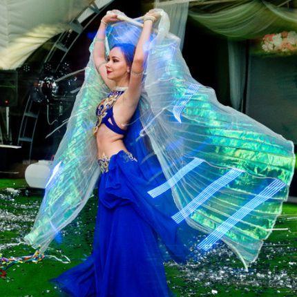 Восточный танец-шоу со светодиодными крыльями, 4 мин