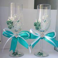 Бокалы для молодожёнов в цвете свадьбы