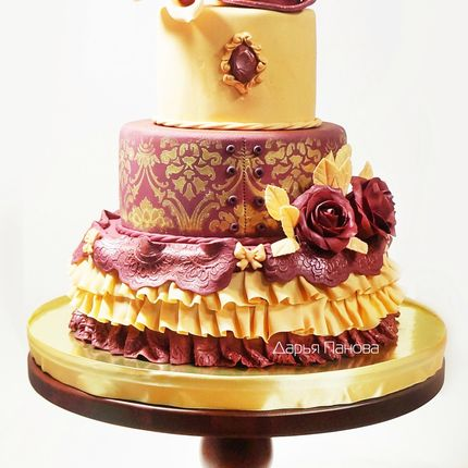 Свадебный торт марсала-золото, цена за 1 кг