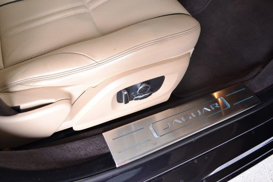 """Безупречный Jaguar XJ (2016). Салон: светлая кожа, чётырёхзонный климат-контроль, люк. - фото 13986264 Транспортная компания """"Алмаз авто"""""""