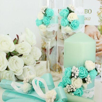 Свадебные свечи и бокалы из мятной коллекции