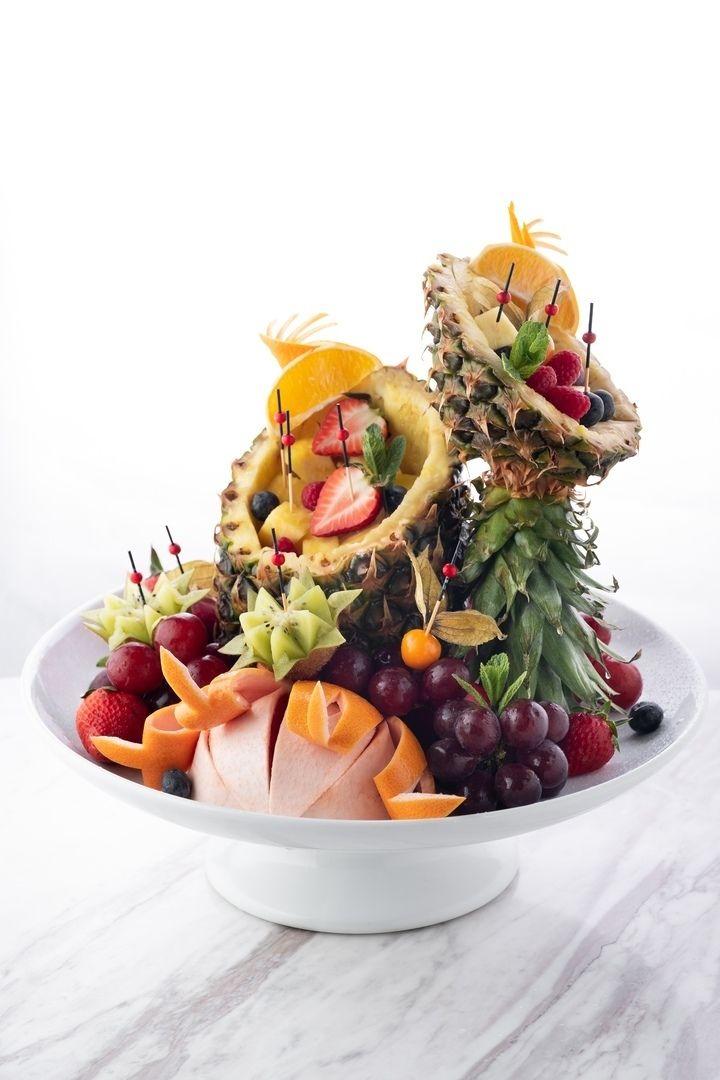 Welcome-фуршет из ваших напитков и фруктов + подарки
