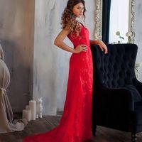 Красное платье с вырезом на спине. Размер 46 на замке. Стоимость проката 1000 руб. в день 350 руб. в час (минимум 2 часа)