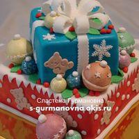 Новогодний с шарами, 4,5кг, внутри молочная девочка и тирамису