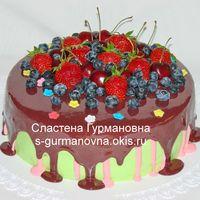 Торт с ягодами и шокоглазурью, 2,65кг, внутри чизкейк рафаэлло