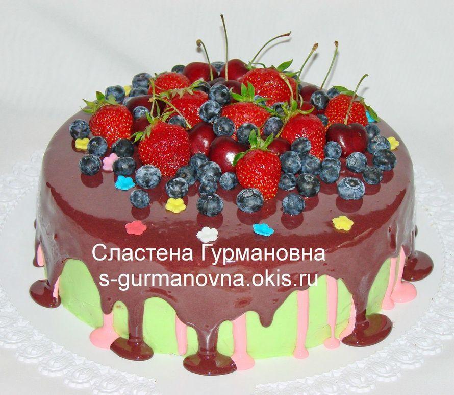 """Торт с ягодами и шокоглазурью, 2,65кг, внутри чизкейк рафаэлло - фото 14552554 Кондитерская """"Торты от Сластёны Гурмановны"""""""