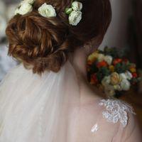 Невеста Танечка.Легкая прическа из жгутов с косами и нежный макияж.Фото тоже я