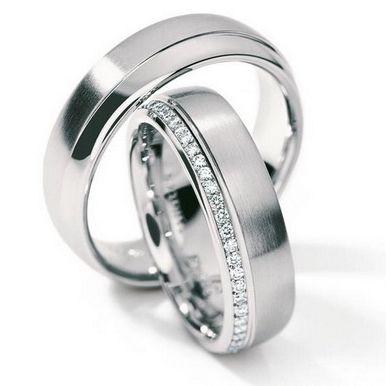Обручальные кольца из платины с бриллиантами