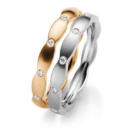 Обручальные кольца из золота с бриллиантами