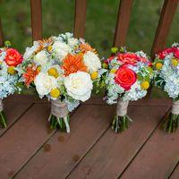 Букет невесты и букеты подружек невесты из роз, астр и краспедий