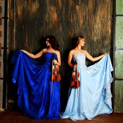 Выступление скрипичного дуэта