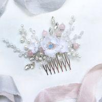 Шелковые Цветы ручной работы, кристалл Сваровски, стеклянные бусины, розовый кварц, японский бисер, ювелирная проволока с серебряным напылением  1900₽