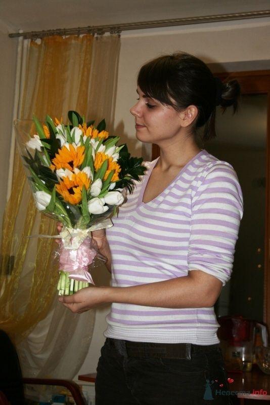 Букет из тюльпанов и подсолнухов