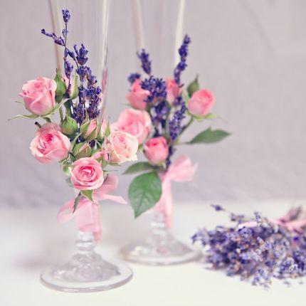 Оформление свадебных аксессуаров живыми цветами