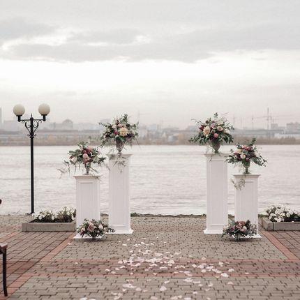 Оформление церемонии с колоннами
