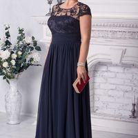Вечернее платье EUROPE Цвет: синий 12500 руб. размер 52  Шифоновое вечернее платье на трикотажной подкладке. На талии шифоновая горизонтальная вставка на сборке. Лиф трикотажный с маленькими синими стразами, сверху сетка из кружевной ткани, небольшие круж