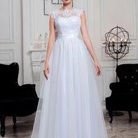 Свадебное платье MADALENA  Цвет в наличии: Пудра - Молочный  Свадебное платье А - силуэта пудрового цвета. Юбка из фатина, лиф отделан кружевом. Спинка открытая, внизу корсетное плетение. Прилагается атласный пояс.  Примерки проходят по предварительной за