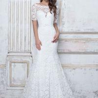 Очень эффектное белоснежное свадебное платье выполнено из эластичного кружева с обезоруживающими линиями силуэта «годе».  Небольшие прозрачные рукавчики, красивый вырез на спинке  и небольшой шлейф дополнят образ.  Подробности тут: